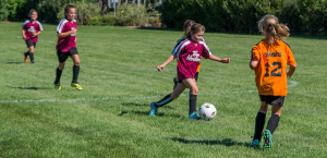 Barn som spiller fotball Tine Fotballskole