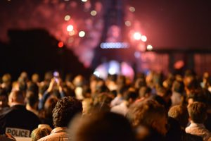Mange deltagere på konsert