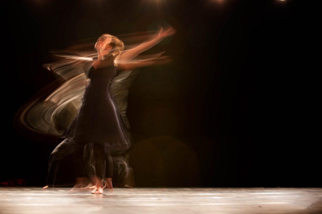 kvinne som danser